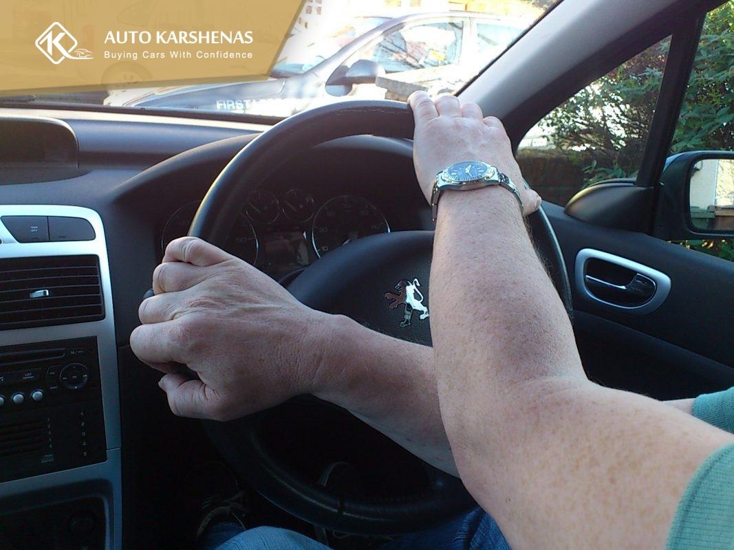 تست رانندگی در کارشناسی خودرو دست دوم